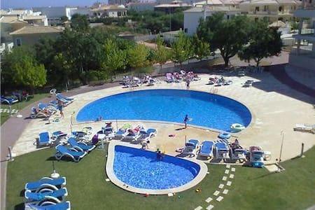Apartamento com piscina em condomínio fechado - Albufeira
