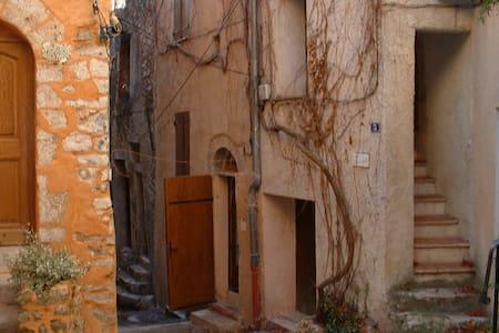 """maison  de village """"comme chez soi"""" - Hus"""
