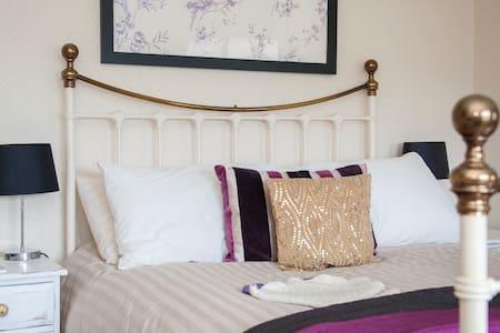 Country hide-away near Bath Room 2 - Bed & Breakfast