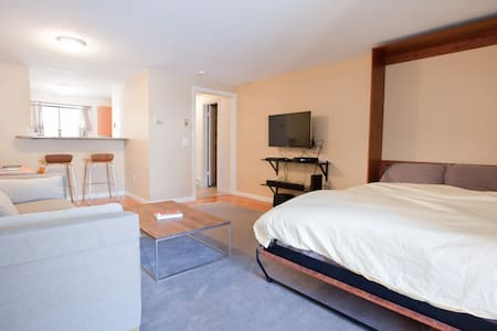Unit In West Hartford Center - Apartment