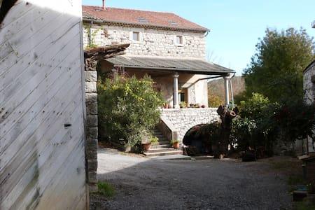 Domaine Vernède, bâtisse en pierre - Saint-Germain - Huis