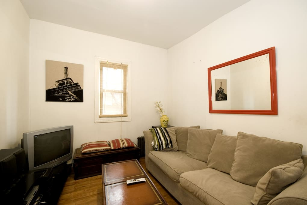middle room with ful size sofa bed
