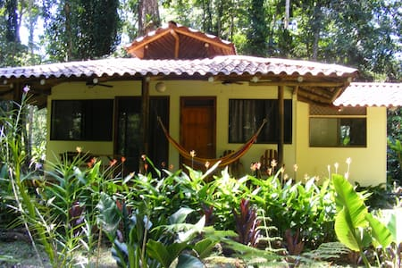 nature and private house near beach - Manzanillo - Hus