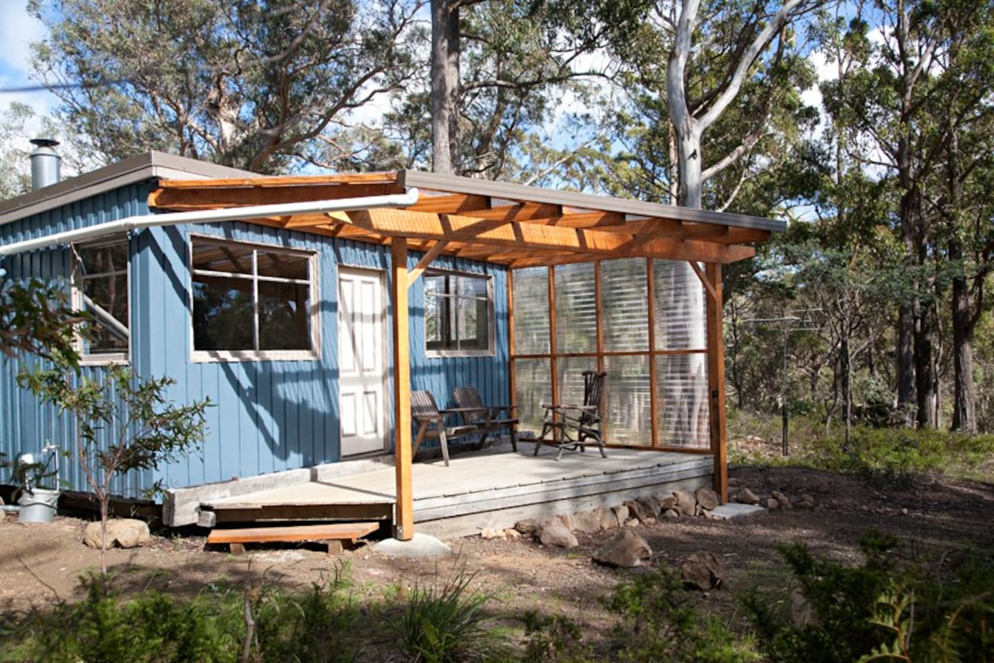This cosy cottage in a bushland setting is all yours.