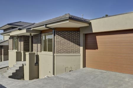 New Town house in Balwyn area - Mont Albert North - Townhouse
