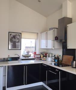 Bright studio in the heart of Brixton - Apartment