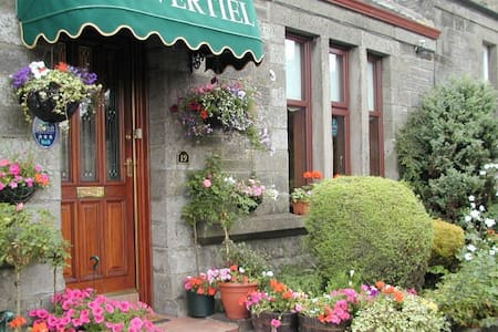 Tripadvisor NO2 - Edinburgh 35 mins - Bed & Breakfast