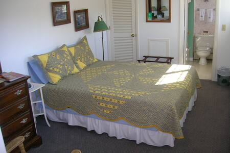 Stowe B&B Queen Room w/Private Bath - Bed & Breakfast