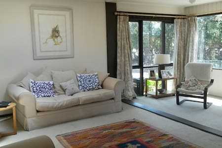 Sunny room on Northern Beaches - Belrose - Rumah