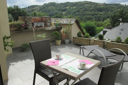 CHAMBRE DE 2 P ENTRE CONQUES ET RODEZ - Bed & Breakfast