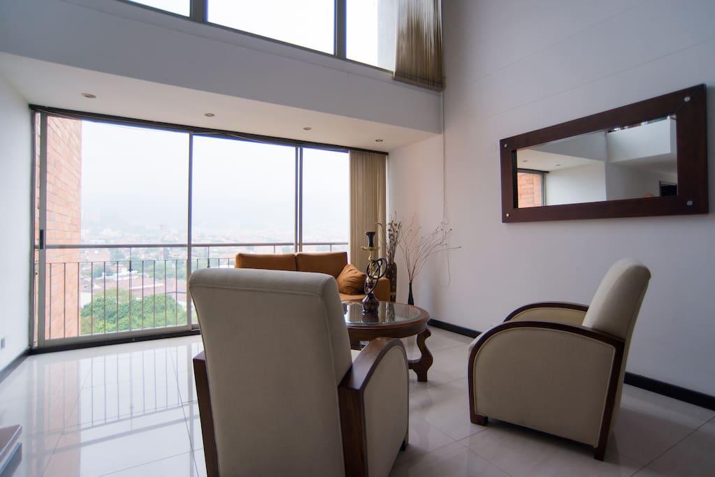 Elegant Penthouse - Dazzling View