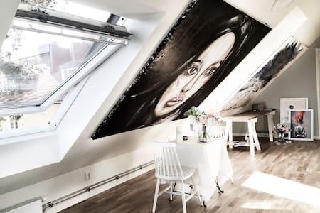 Artist loft close to city - Apartment