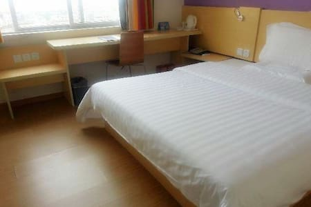 七天连锁酒店大部分客房可将外沙海景尽收眼底;周边有著名北海老街 - Apartment