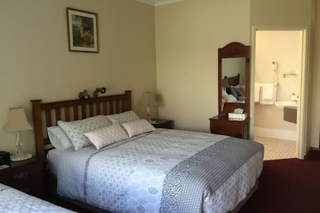 The Noble Grape Guesthouse - Cowaramup - Bed & Breakfast