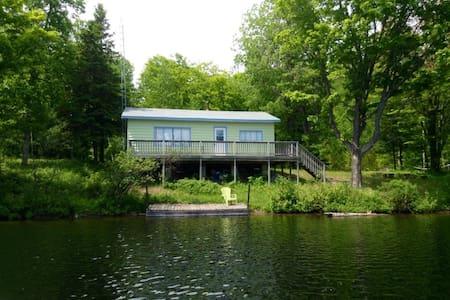 South Algonquin Lakefront Cottage 2 1/2 BD - Kisház