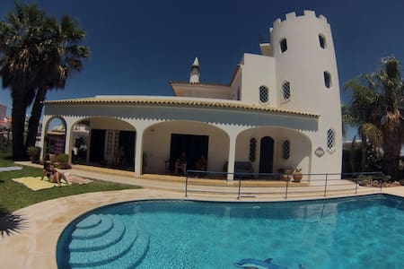 Villa with sea view,garden and pool - Lejlighed