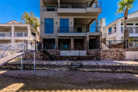 Stunning River Front Home 6 Bedrooms - Bullhead City