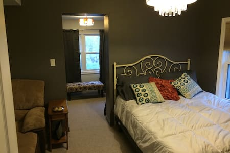 Clean, cozy room - Windsor - House