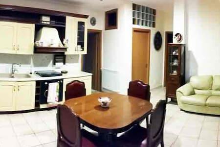 Central Apartment in Adrano - Appartamento
