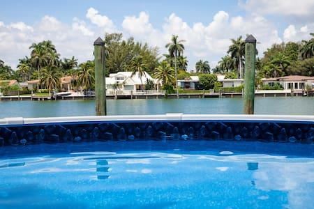 Water Front Villa with pool - North Bay Village - Villa