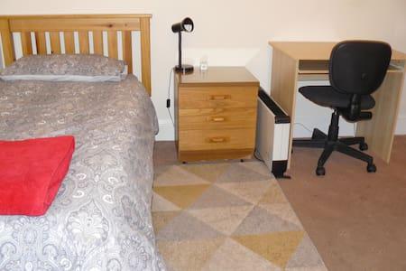 Cozy room close to city centre - Edimburgo - Apartamento
