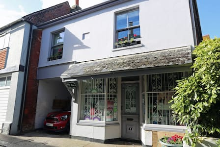 Heart of The Old Town, with parking - Hastings - House