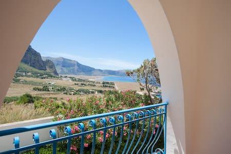 ***Suite della luna*** with Jacuzzi and sea view - Villa