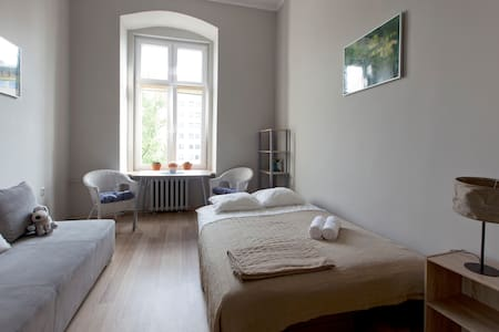 Room in Beautiful Old Post-German Building - Apartment