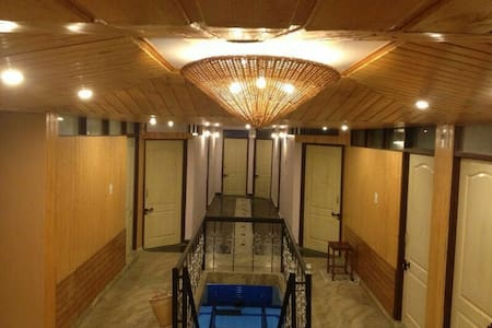 Affordable room @ city center. - Srinagar - Bed & Breakfast