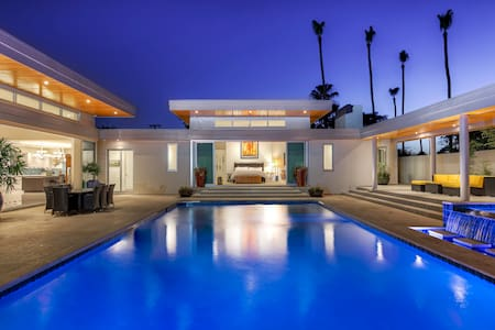 Contemporary Personal Resort   ( Room 1 of 2 ) - Phoenix - Bed & Breakfast