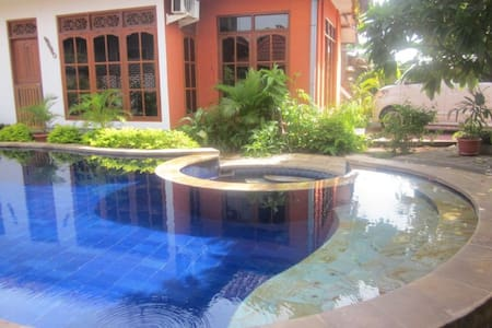 Huge room Open bathroom Pool - Buleleng - Bed & Breakfast