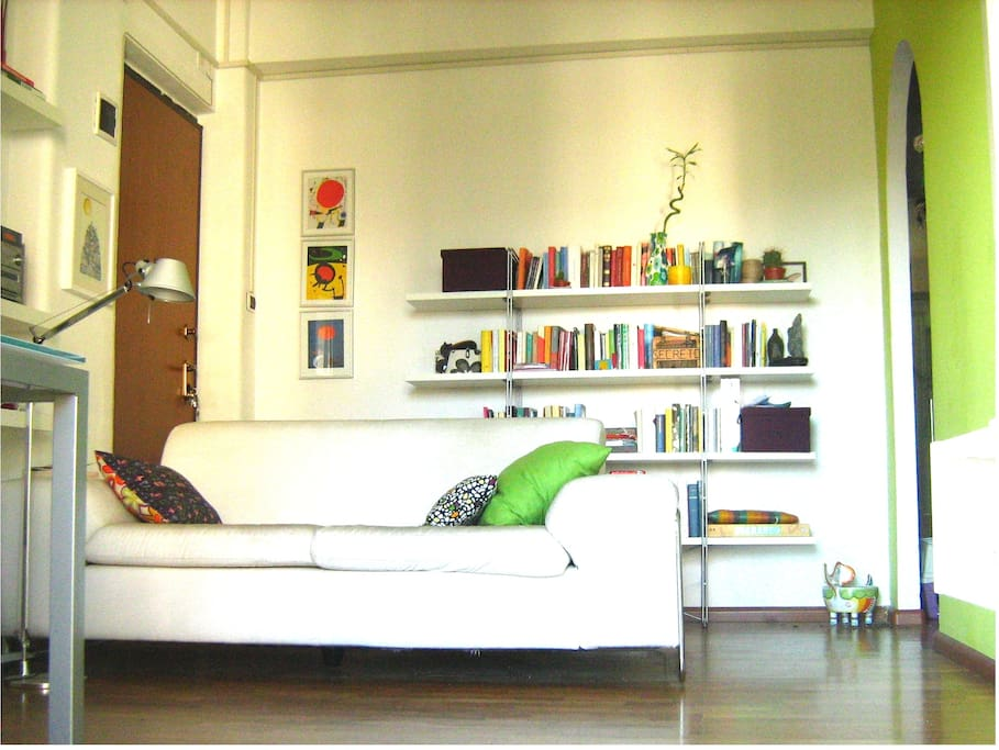 Large and bright room in Catania!