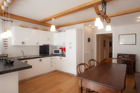 Room type: Entire home/apt Property type: Apartment Accommodates: 7 Bedrooms: 2 Bathrooms: 2