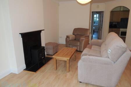 Beautiful, Comfortable bedroom. - Galway - Apartment