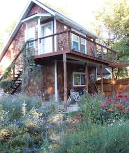 Garden Cottage Loft - Hus