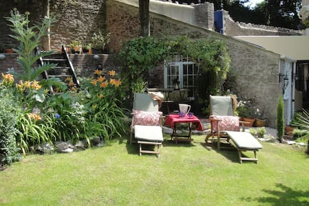 Cosy Character Cottage near Beaches and Town - Torquay - Casa