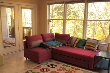 Clean apt near UNC with wooded view - Chapel Hill - Apartment