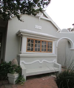 Sunny house in heart of Melville