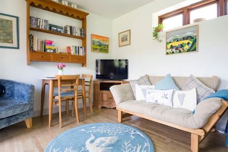 A retreat cottage with meadow views - Brecon - House
