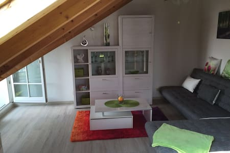 Kunos komfortable Dachferienwohnung - Memmingen - Apartment