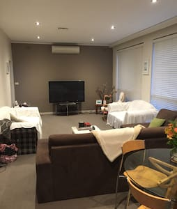 Private room with your own bathroom - Brighton - Wohnung