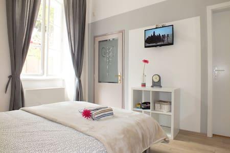 Ensuite Room ,,Motovun'' - Apartamento