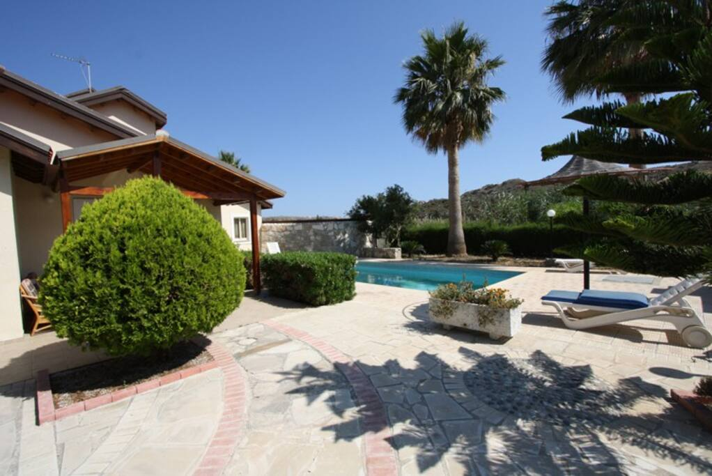 Alonia villa and pool