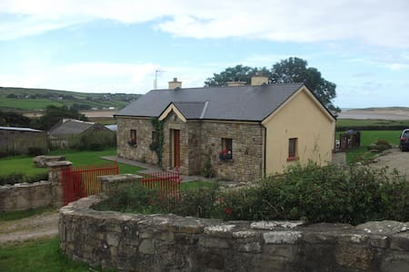 Rural Irish Cottage by the Sea - House