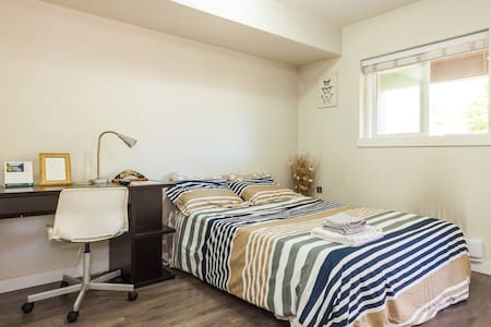Private Ensuite Room Near Metrotown! - Burnaby - Reihenhaus