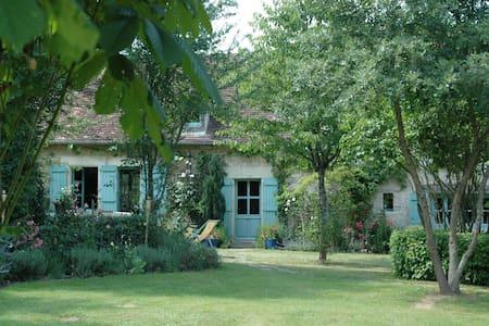 Maison bord de rivière avec ponton - Néons-sur-Creuse - House