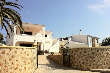 Villa for holidays / Casa p/ férias - Hus