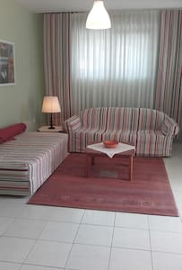 Garden apartment near airport and port. - Flat
