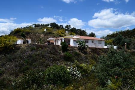 Villa mit traumhaften Bergpanorama und großem Pool - House
