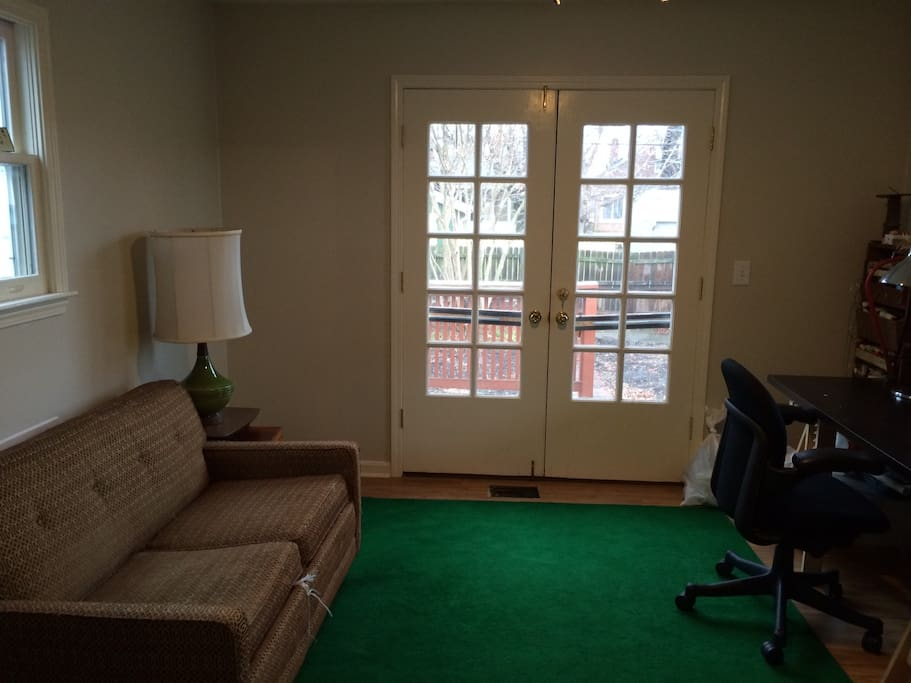 Master bedroom, king sized bed with a heated mattress pad and very comfortable mattress.